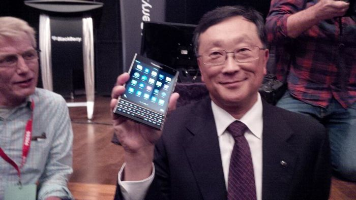 BlackBerry Passport aparece en video
